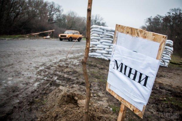 На Донбасі вибухнуло авто з українцями: перші подробиці