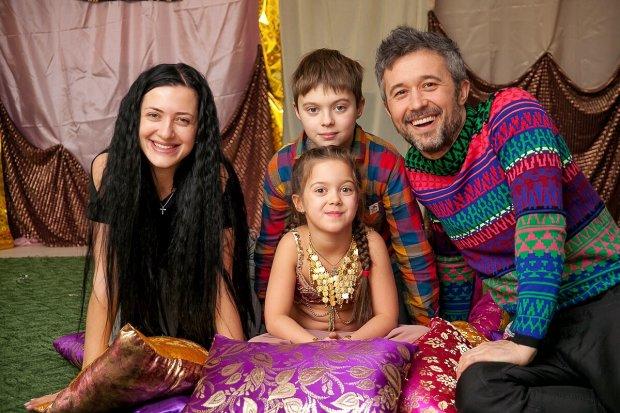 Бабкін із сім'єю потішив фанатів казковими фото з батьківщини Санти