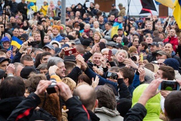 Отказался подвезти Порошенко с Майдана: свидетель разговора экс-президента с таксистом выдал неожиданные подробности