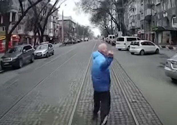 Тренер по карате, скриншот: YouTube