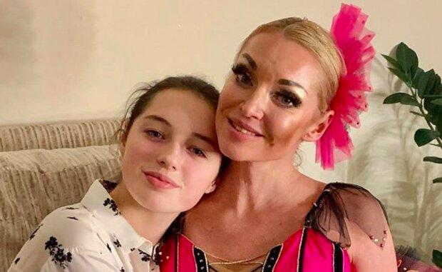 Пока Волочкова разбрасывается шпагатами, 14-летняя дочь променяла ее на красотку-мачеху