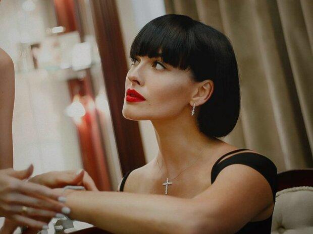 """Даша Астаф'єва довела фанатів до сказу новим образом: """"Залишилася без головного"""""""
