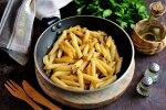Рецепт смажених макаронів з цибулькою на сковороді: дуже просто, ситно і смачно