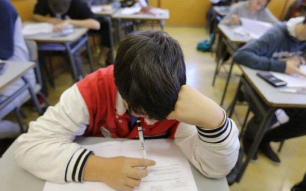 Начались захваты школ, сепаратисты лютуют