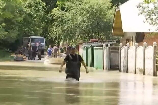 Повінь в Карпатах, скрін з відео