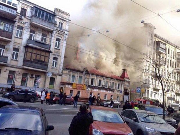 Центр Києва в диму – горить ресторан