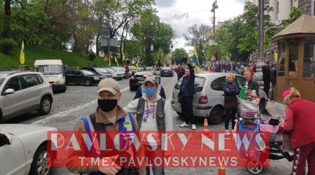 Євробляхери під Кабміном, скріншот: PavlovskyNEWS