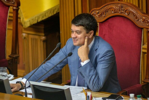 Колеса для Дмитра Разумкова: що підготували колеги для спікера Верховної Ради