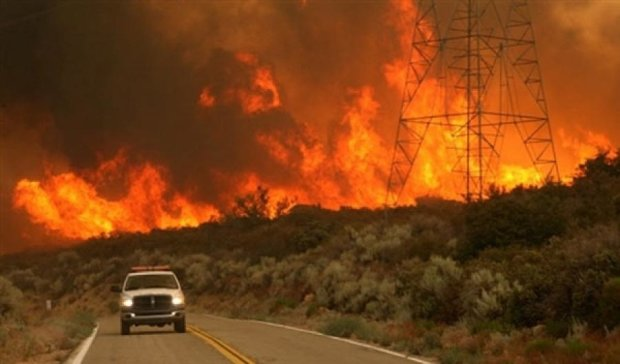 Десять тысяч человек эвакуировали из-за пожара в Калифорнии