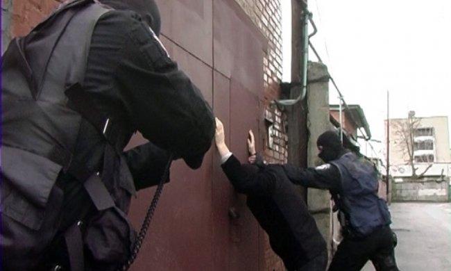 Харківчанку за борг посадили на ланцюга