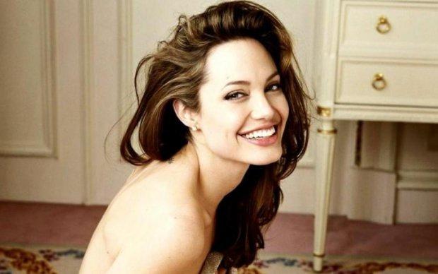 Уже забыла о Питте: счастливую Анжелину Джоли заметили на прогулке с детьми