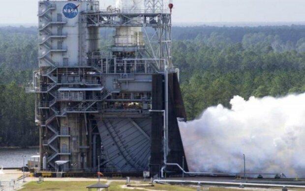 Слідом за Маском: NASA успішно випробувало надважку ракету