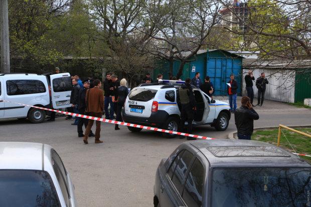 В Одессе неадекват открыл стрельбу посреди улицы: женщина с ребенком едва не попали под пули