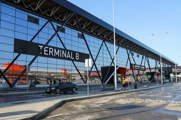В новом аэропорту обрушился потолок, что известно об инциденте