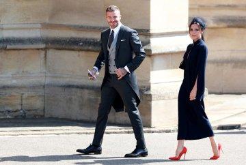 bb446618c29450 При цьому Меган особисто говорила, що ніколи не одягне сукні від Вікторії  Бекхем. Тепер герцогиня рідко помиляється, коли справа доходить до моди, ...