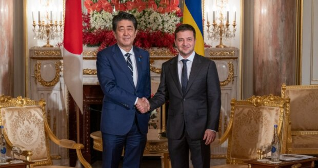 Зеленский встретился с премьером Японии Синдзо Абэ: аннексия Крыма, помощь Украине, санкции против России и другие темы переговоров