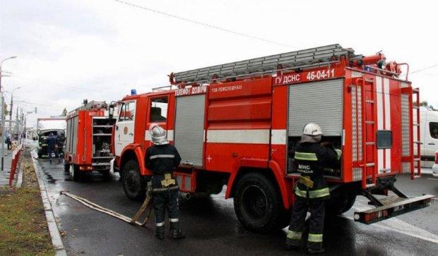 Загорелся грузовик возле остановки в Виннице