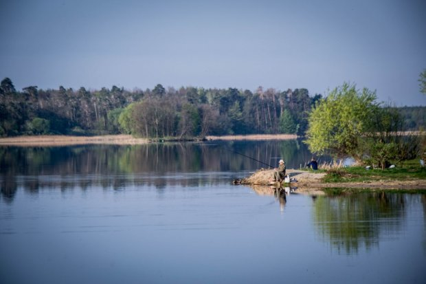 На берегу Днепра обнаружили окоченелый труп: жуткие фото