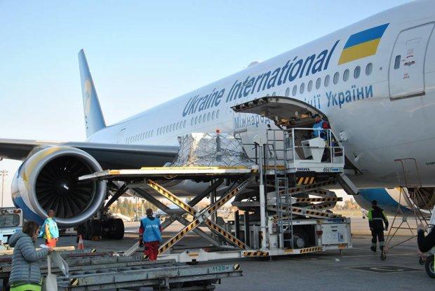 МАУ пояснили, як втратили десятки пасажирів на злітній смузі, українці шоковані