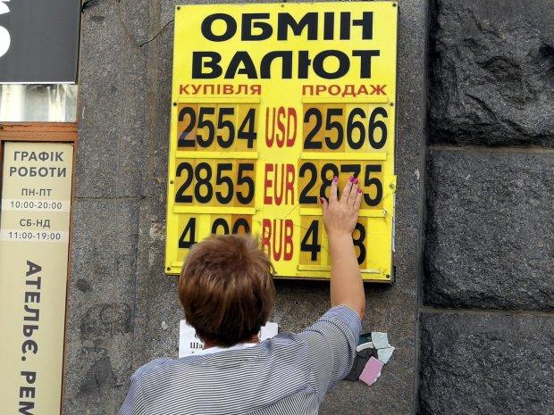 Курс валют на 30 июля: доллар и гривна нашли компромисс