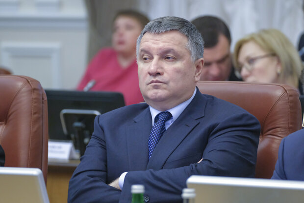 """Зеленський запропонував залишити Авакова: """"Ми його підтримуватимемо"""""""