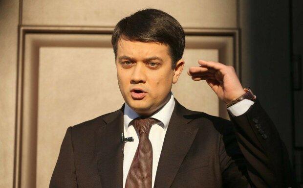 """Разумков открестился от """"скользкого"""" скандала со слугой народа Юзиком: """"Давайте подождем"""""""