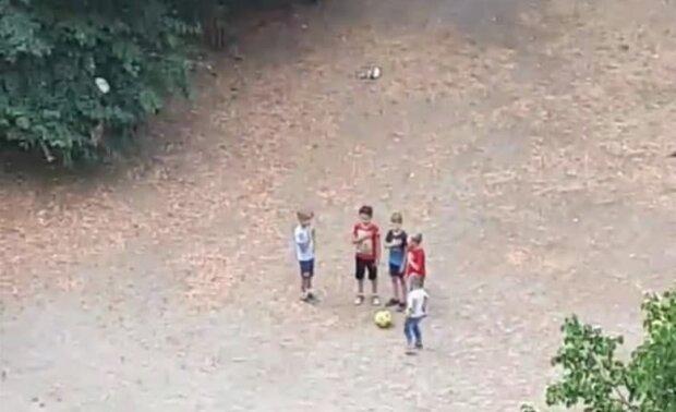 Скріншот з відео, діти