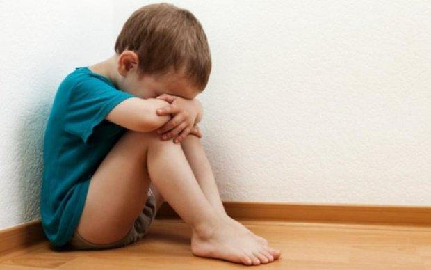 Посадили с крысами: наркоманы жестоко издевались над 4-летним ребенком