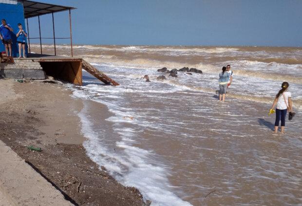 Кирилловку накрыло цунами, вот он - Апокалипсис: лютая стихия попала на видео