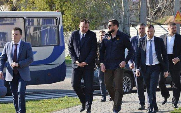 Безграмотний губернатор Савченко витратить мільйони на піар