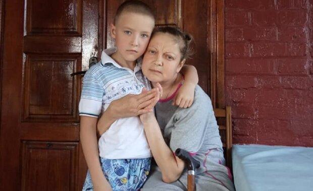 """Тяжело больная украинка просит помощи, нужны две операции: """"Должна жить ради сына"""""""