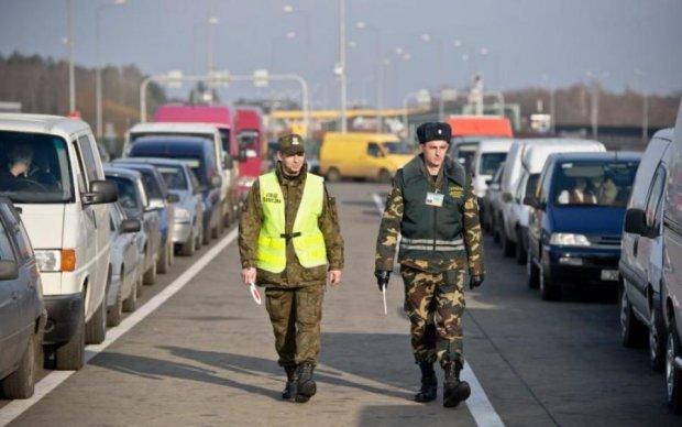 Достали те украинцы: сеть разозлило хамство польского пограничника