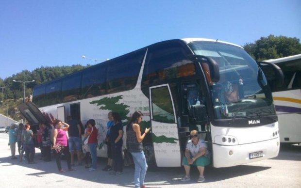 Приїхали: українські туристи залишилися без автобуса та відпусток