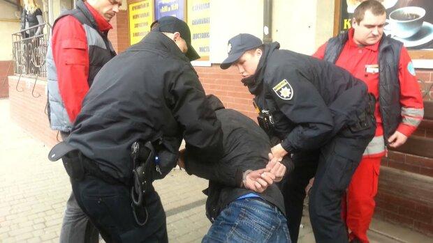 На вокзал – ни ногой: жителей Ивано-Франковска терроризируют «гоп-стопщики», полиция сбилась с ног