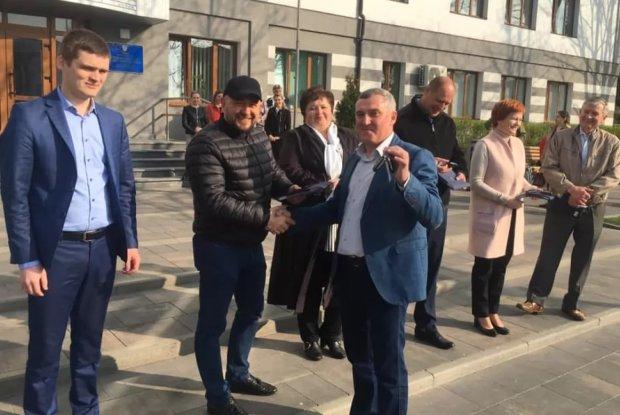 Найбагатший мер України: міський голова Бучі обдаровує соратників за бюджетні гроші