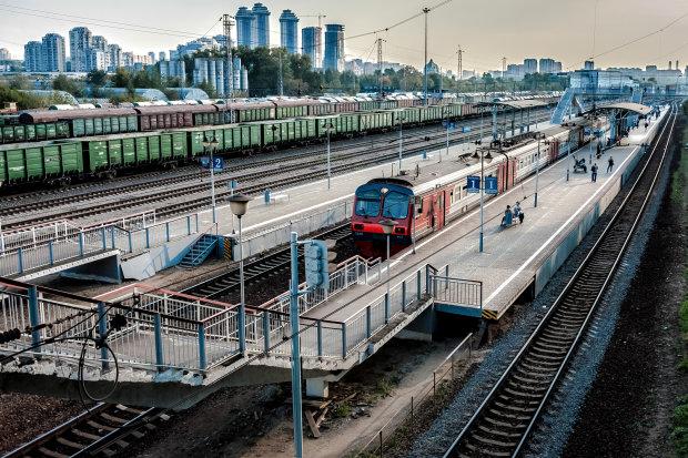 У Києві скасували електрички, містяни лютують: на роботу - пішки, кому доведеться набивати п'яти