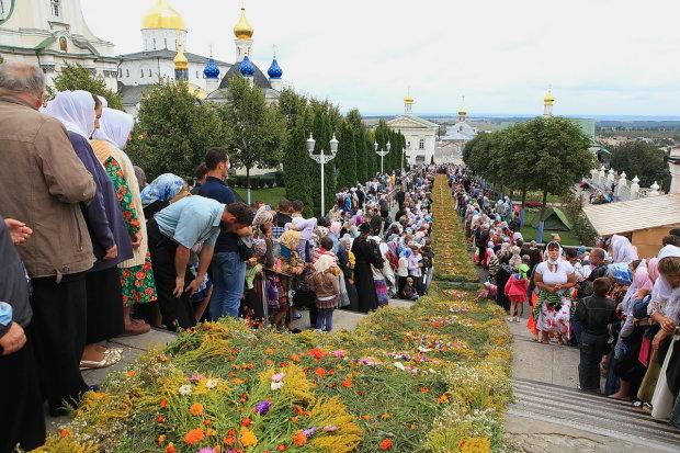 Не тем отдали: Минкульт взялся за Почаевскую лавру, молитвы не помогают