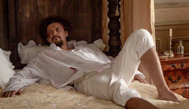"""Тарас Цимбалюк з """"Кріпосної"""" опинився в обіймах двох красунь: """"Мої кохані"""""""