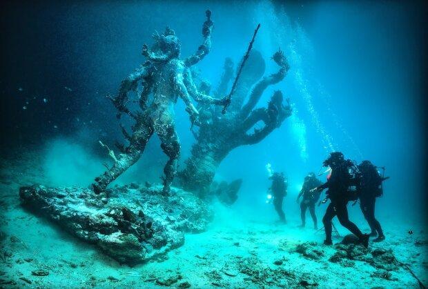 Христос из бездны и большая голубая дыра: удивительные тайны, спрятанные на дне морском