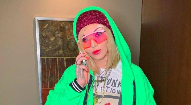 "Ирина Билык подхватила знаменитый Dolly Parton Challenge, абсолютно разная: ""Дива, прима и мама"""