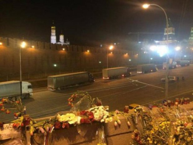 Несколько десятков фур припарковались под стенами Кремля (фото)