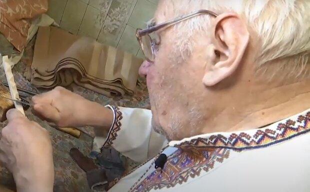 Пенсионер делает уникальные кормушки, кадр из репортажа Спецкор: YouTube