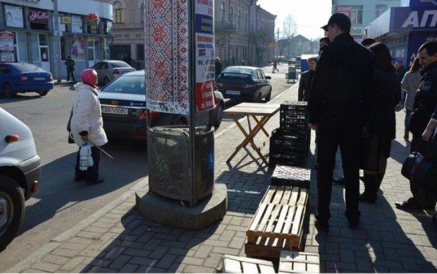 Немнжко правды: киевляне красноречиво показали имитацию борьбы с МАФами