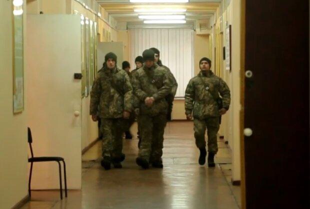 Студенты-военные, скрин из видео