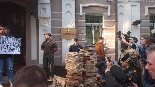 """""""FreeMarkiv"""": украинцы устроили мощный протест под окнами посольства Италии, становится жарко, фото"""