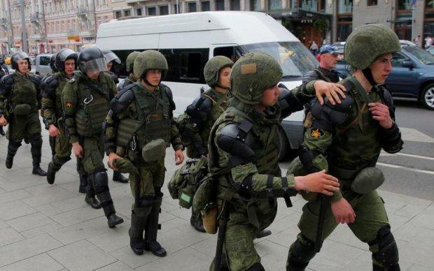 Страстная пятница у Кремля: под Москву стянули войска