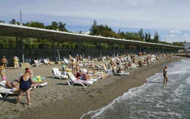 Россияне решили позагорать на пляже вместе с трупом