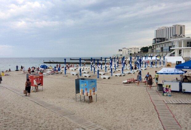 Одеські пляжі пустують, нажахані туристи тікають пачками: що не так з перлиною моря