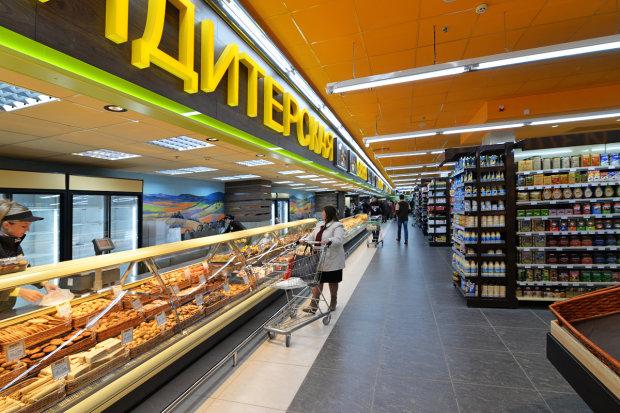 Убийство покупателя в супермаркете Харькова попало на видео
