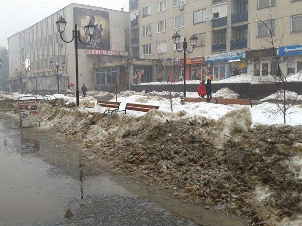Снежная стихия наделала беды в одном из городов Закарпатья